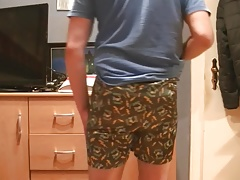 Sagging in Satin Boxershorts