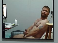 BEAR SEXY JERK IN MIRROR