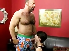 Muscle guy fucks twink !!!