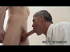 Secret Sex Ritual Between Daddy And Twink Caught On Tape - MORMON-BOYZ.COM